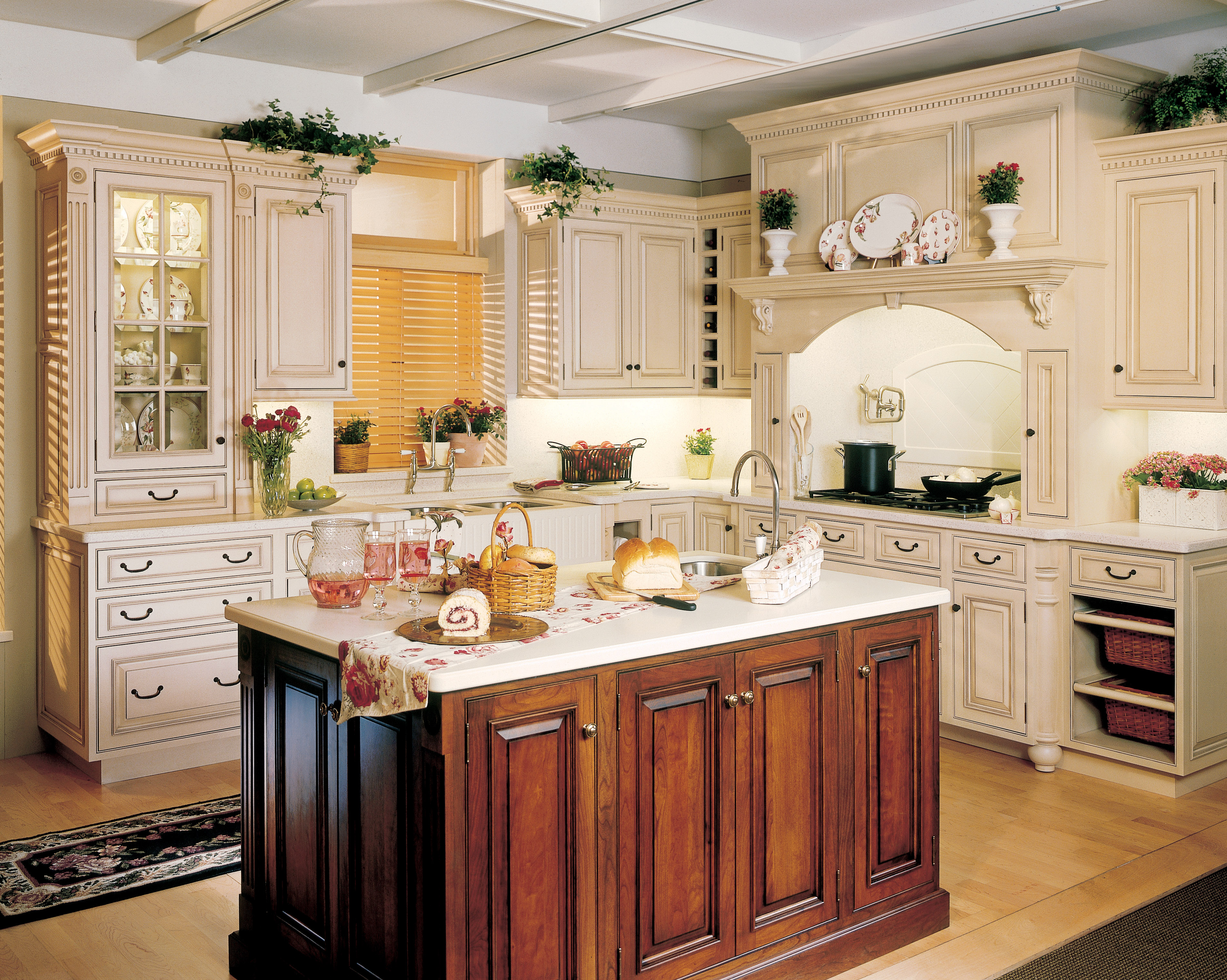 Traditional kitchens photo gallery broward custom kitchens for Traditional kitchen photo gallery