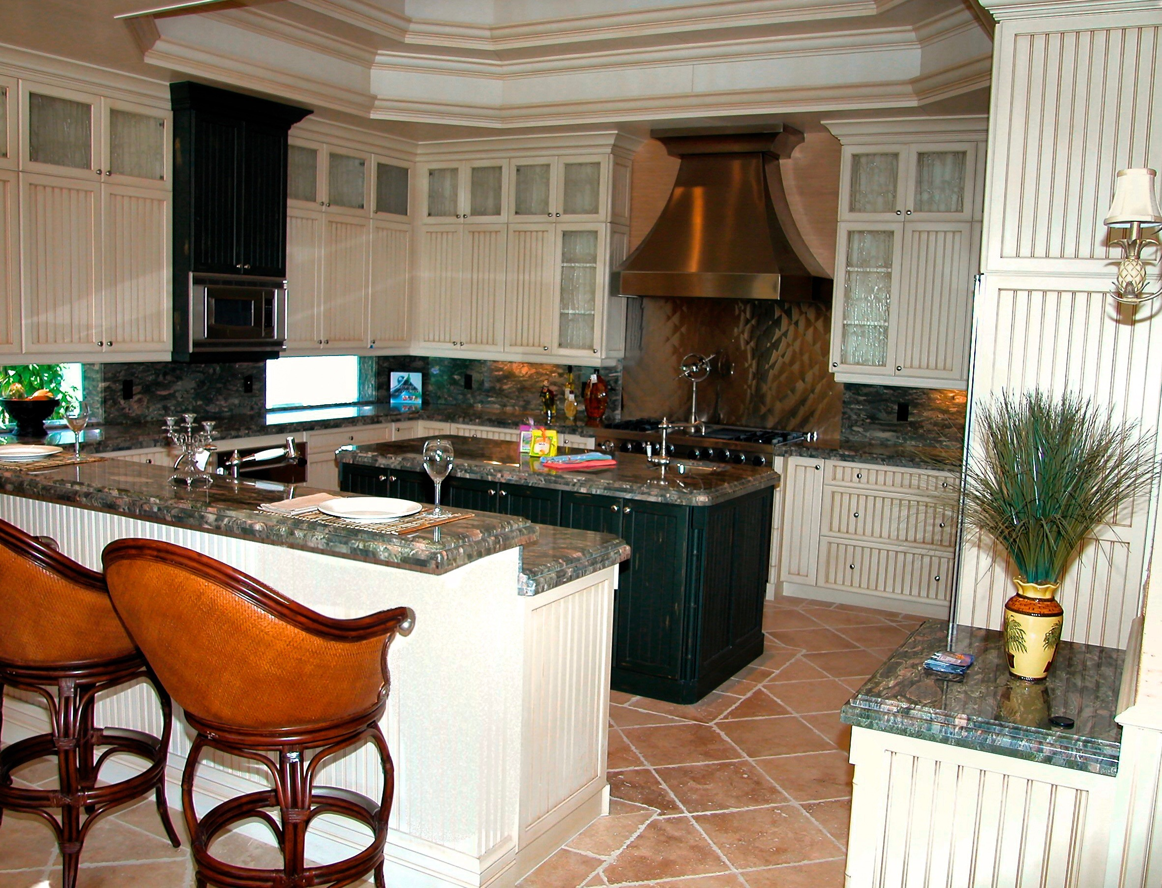 Transitional kitchens photo gallery broward custom for Transitional kitchen designs photo gallery